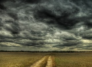 No elijas el camino hacia los negros nubarrones.